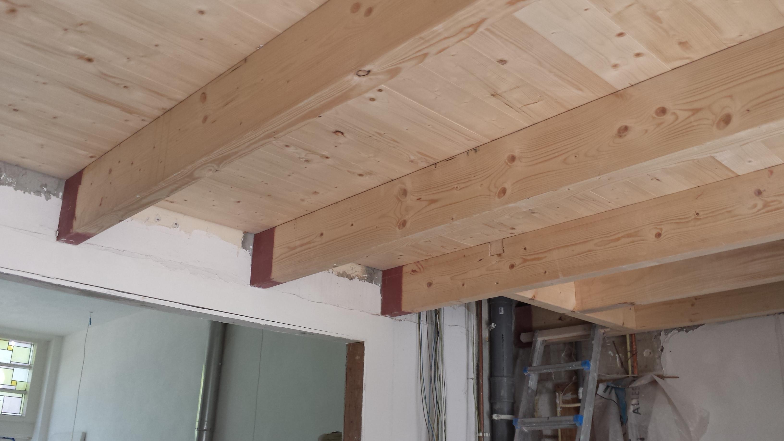 Vloer houten vloer zelf leggen zwevend galerij foto 39 s van binnenlandse en moderne - Houten balkenplafond ...